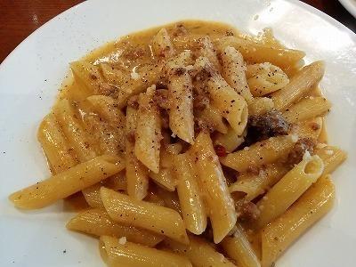 「 トラットリア フランコ 」 サルシッチャの黒胡椒がけクリームソースペンネ