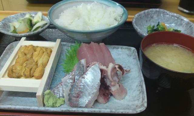 「 もみじや  」 横浜中央市場の美味しいランチ