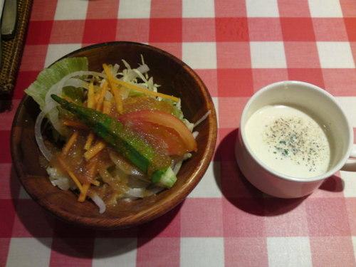 キッチン・カリオカ 黒毛和牛100%のハンバーグ 新鮮野菜がいっぱい