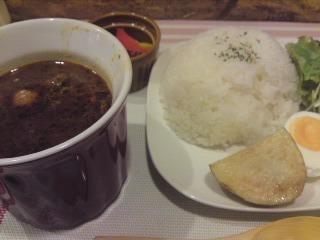 「 CIMOLO CAFE 」 根菜たっぷりの和風スープカレー