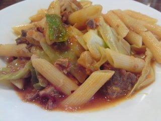 「 フランコ 」 豚・鶏・キャベツのトマト煮込み ペンネ