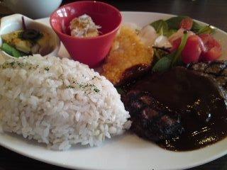 横浜の「 MALIBU 」 美味しいハンバーグランチ 1000円で満腹・満足です