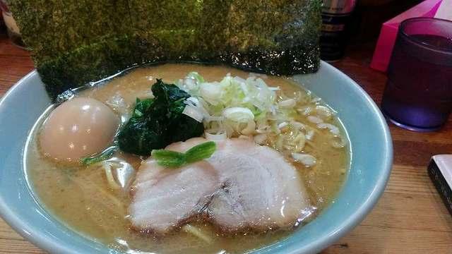 「 鶴一家 」 イチオシ横浜家系 超おすすめマイルドスープ