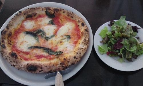 LOGIC 横浜店 ナポリの大会で優勝のピザ