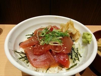 「 三崎市場 」 まぐろ丼 新鮮で安くて美味い