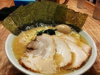 「 鶴一家 」 横浜家系豚骨ラーメン スペシャルトッピング