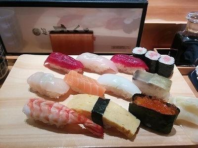 「 築地すしくろ 」 横浜のリーズナブルな寿司 カウンターにて
